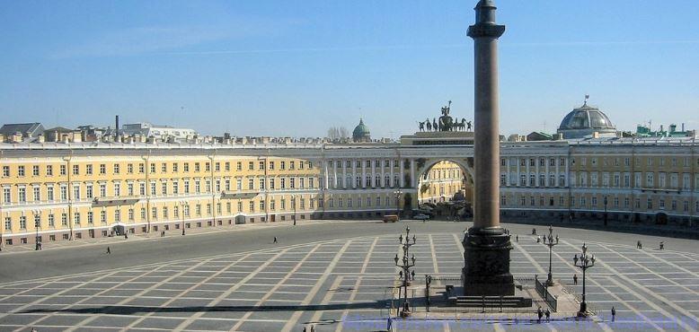 Дворцовая площадь Санкт-Петербурга - место проведения Алых парусов